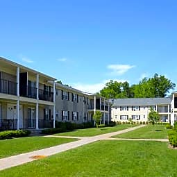Queens Gardens Apartments - Colonia, New Jersey 7067