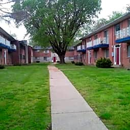 Blue Fountain Apartments - Saint Louis, Missouri 63147