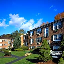 Parkway East Apartments - Caldwell, New Jersey 7006