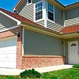 Pinecrest Townhomes - Olathe, Kansas 66062