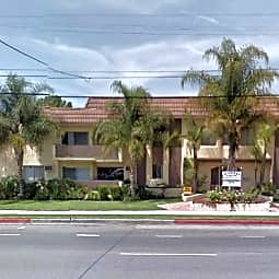 Woodman Villas - Van Nuys, California 91401