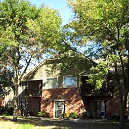 Spring Hill Plaza Apartments - Spring Hill, Kansas 66083