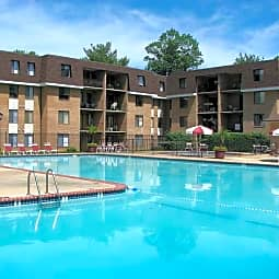 Oakton Park Apartments - Fairfax, Virginia 22030
