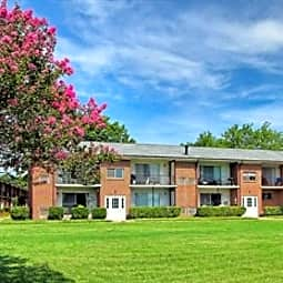 Country Club Apartments - Hampton, Virginia 23666