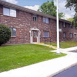 Cedar Ridge Townhomes & Apartments - Anderson, Indiana 46013