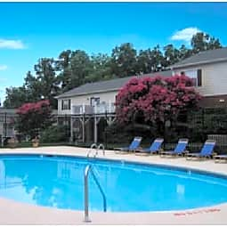 Hickory Trace Village - Hickory, North Carolina 28601