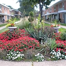 Cedarwood Estates Apartments - Willoughby, Ohio 44094