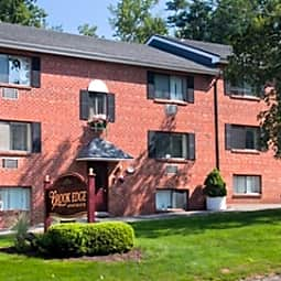Brook Edge Apartments - Chicopee, Massachusetts 1020