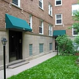 Barry Court Apartments - Chicago, Illinois 60657