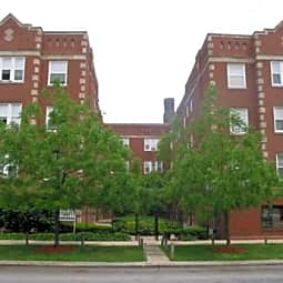 Wolcott Court Apartments - Chicago, Illinois 60640