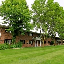 Roberts Manor Apartments - Grand Chute, Wisconsin 54914