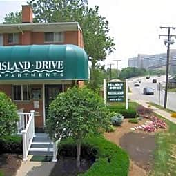 Island Drive Apartments - Ann Arbor, Michigan 48105