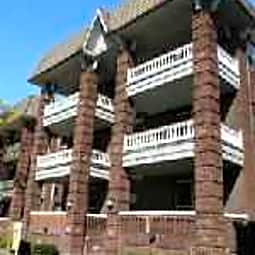 St. Regis Apartments - Cleveland, Ohio 44106