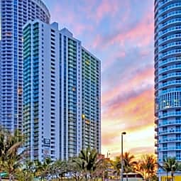 Bay Parc Plaza Apartments - Miami, Florida 33132