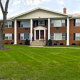 Colonial Apartments - Elmhurst, Illinois 60126