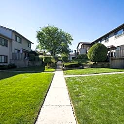 Brook Hill Apartments and Townhomes - Westmont, Illinois 60559