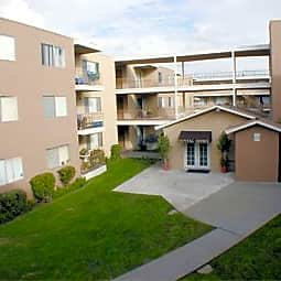Village Pointe - Hawthorne, California 90250