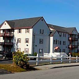 Red Oak in Derry: Landmark Apartments - Derry, New Hampshire 3038