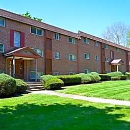 Hunters Run Apartments - Norristown, Pennsylvania 19401