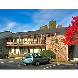 Pine Lake Apartments - Haslett, Michigan 48840