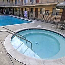 Villa Sorrento Apartments - Reseda, California 91335
