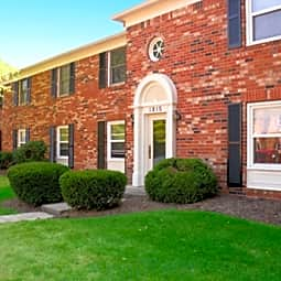 Hampton Court Apartments of Indianapolis - Indianapolis, Indiana 46260