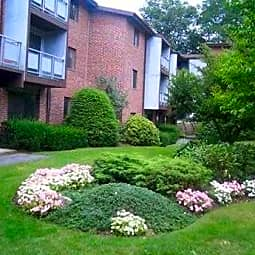 Imperial Village Apartments - Shrewsbury, Massachusetts 1545