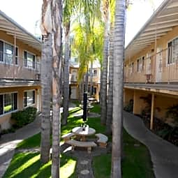 Toluca Lake Universal Apartments - Toluca Lake, California 91602