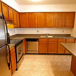 Auburn Townhomes - Attached Garages & Private Entries! - Hopkins, Minnesota 55343