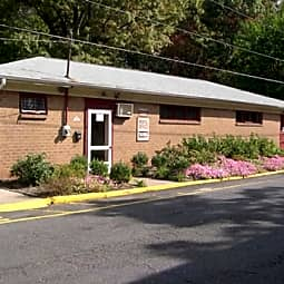 Crossroads Gardens Apartments - Woodbridge, New Jersey 7095
