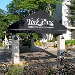York Plaza Apartments - Edina, Minnesota 55435