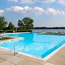 Salem Harbour Riverfront Resort - Bensalem, Pennsylvania 19020