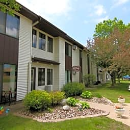 Manchester Court Apartments - Marshfield, Wisconsin 54449