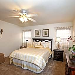 Lakeside V Apartments - Metairie, Louisiana 70002