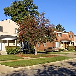 Oakland Hills Townhomes - Pontiac, Michigan 48342