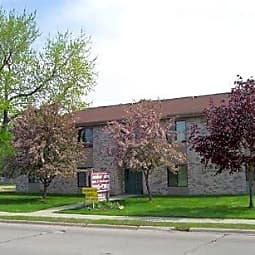 Amber Elm Apartments And Townhomes - Clawson, Michigan 48017