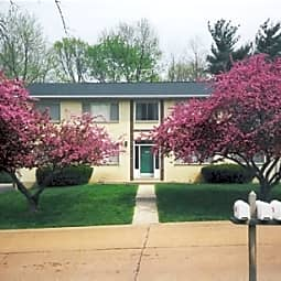 Leslie Lane Apartments - Ballwin, Missouri 63021