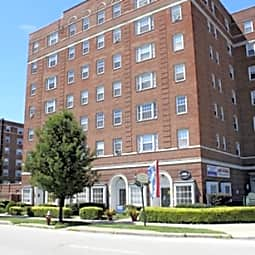 Shaker House & Townhouse Apartments - Cleveland, Ohio 44120