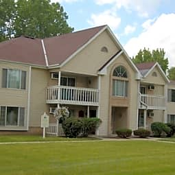 Oakton Beach Apartments - Pewaukee, Wisconsin 53072