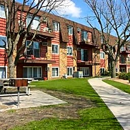 Royal Oaks Apartments - Blaine, Minnesota 55434