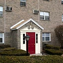Camelot Apartments - Clinton, Massachusetts 1510