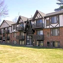 Woodland Place - Midland, Michigan 48640