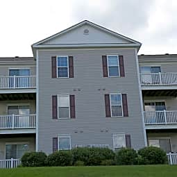 Berkley Manor Apartments - Cranberry Township, Pennsylvania 16066
