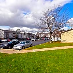 Royalwood Apartments - North Royalton, Ohio 44133