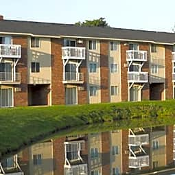 Breton Court Apartments - Kentwood, Michigan 49508