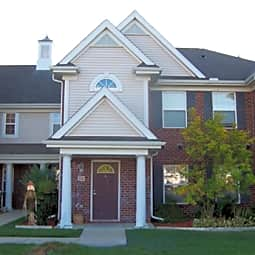 Cinnamon Pointe Apartments & Townhomes - Canton, Michigan 48187
