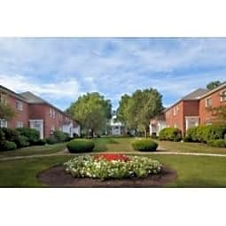 Gardencrest Apartments - Waltham, Massachusetts 2452
