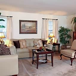 Wilshire Heights Apartments - Metairie, Louisiana 70005