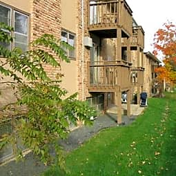 Shoreline Place Apartments - Mound, Minnesota 55364