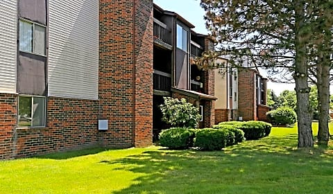 The View Apartments Townhomes Village Green Circle Portage Mi Apartments For Rent